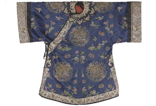 AN INFORMAL JACKET OF BLUE SATIN, LATE 19TH, EARLY 20TH CENTURY