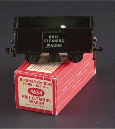 A Hornby-Dublo 4654 Rail Clean