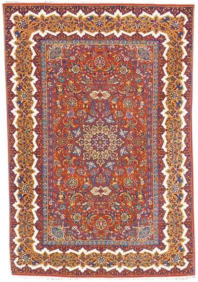 A very fine Isfahan rug, Centr