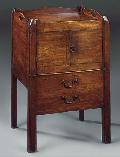 A MAHOGANY TRAY-TOP COMMODE