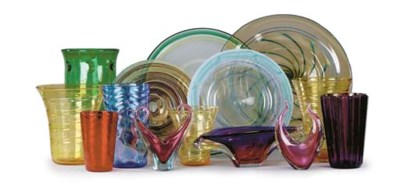 A LARGE COLLECTION OF ART GLAS