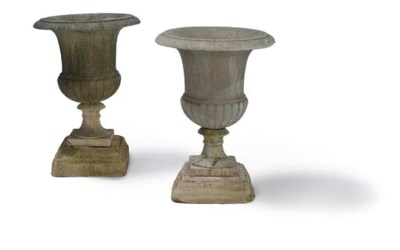 A PAIR OF WHITE MARBLE CAMPANA