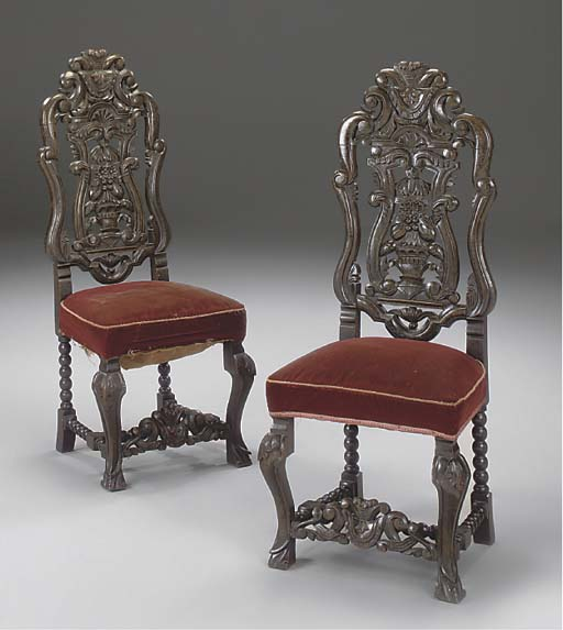 A PAIR OF FLEMISH STAINED OAK