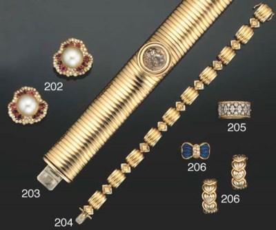 A two colour 18ct. gold bracel