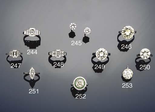 A diamond ring by David Morris