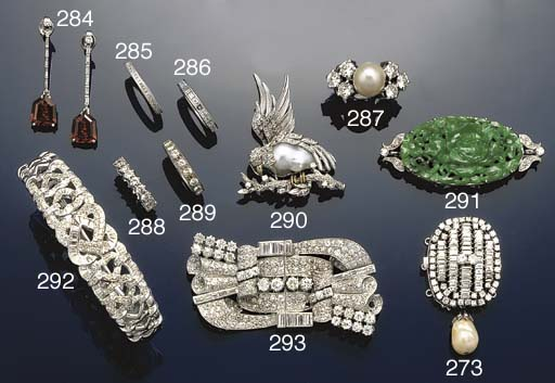 A diamond and cultured pearl r