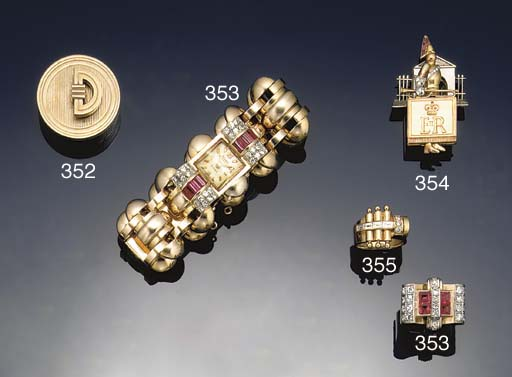 A 9ct. gold pill box by Cartie