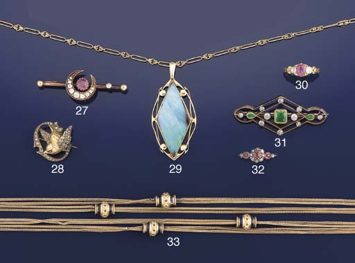 An Edwardian emerald and diamond brooch