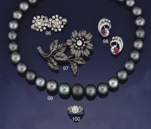 A grey South Sea cultured pearl necklace