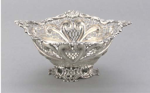A LATE VICTORIAN SILVER BASKET