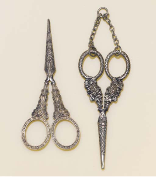 A PAIR OF SILVER MOUNTED SCISS