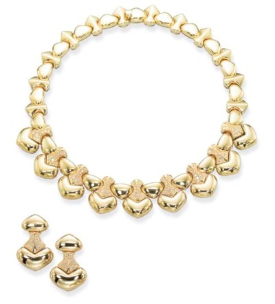 A GOLD AND DIAMOND 'CIAO' NECK