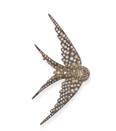 AN ANTIQUE DIAMOND SWALLOW BRO