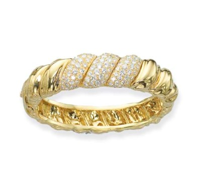 A DIAMOND AND 18K GOLD BANGLE,