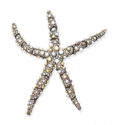 A STYLISH PEARL AND DIAMOND ST