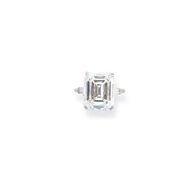 A DIAMOND SINGLE-STONE RING, B