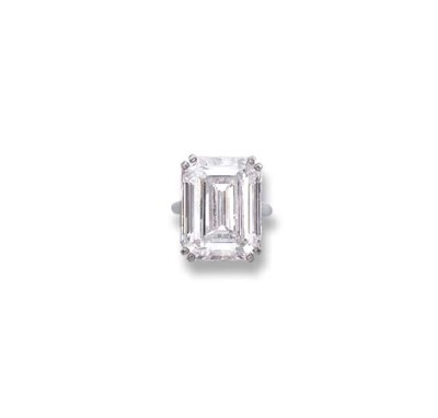 A FINE DIAMOND SINGLE-STONE RI