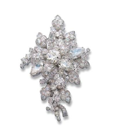 AN IMPRESSIVE DIAMOND BROOCH,