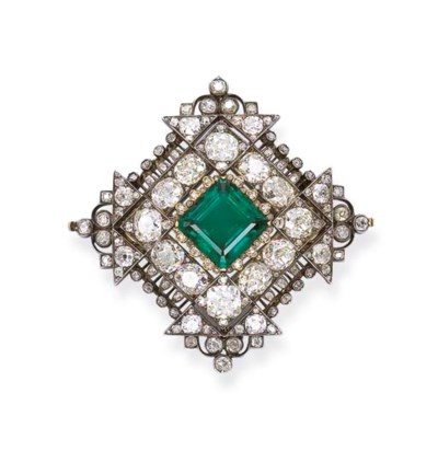 A FINE ANTIQUE EMERALD AND DIA