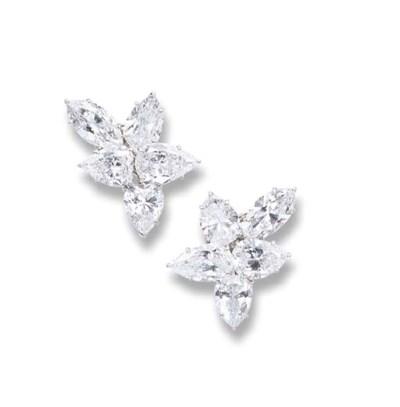 A SUPERB PAIR OF DIAMOND CLUST