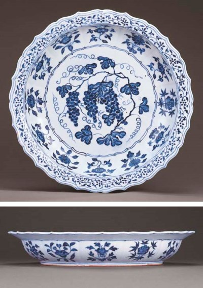 A MAGNIFICENT EARLY MING BLUE