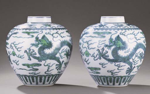 A PAIR OF GREEN-ENAMELLED 'DRA