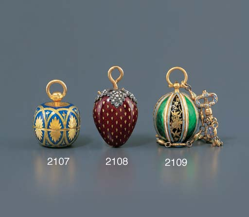 SWISS. A GOLD AND ENAMEL APPLE