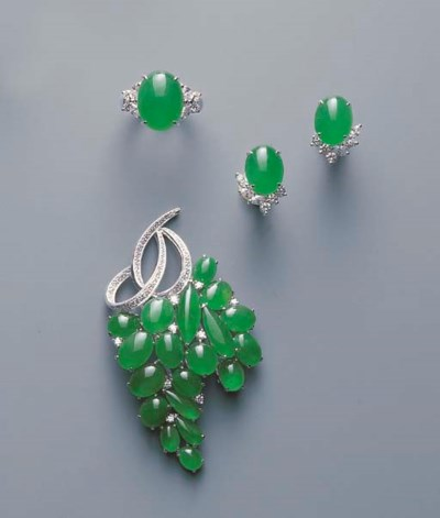A GROUP OF JADEITE CABOCHON AN