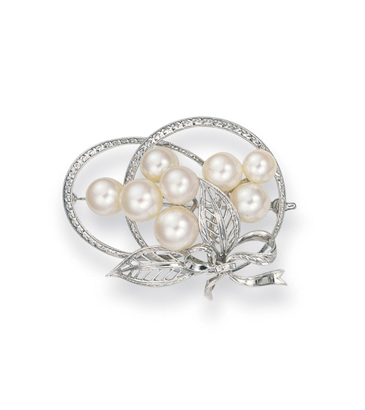 A CULTURED PEARL BROOCH, BY MI