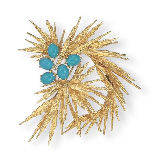 AN 18K GOLD AND TURQUOISE BROO