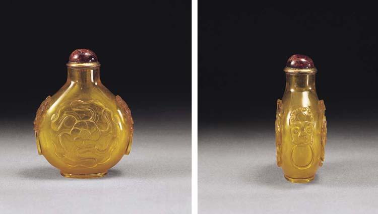A FINE AND RARE GOLDEN GLASS 'MALLOW FLOWER' SNUFF BOTTLE