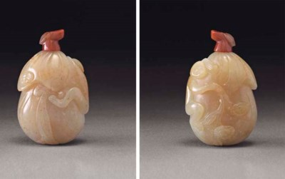 A WELL-CARVED YELLOW JADE SNUF