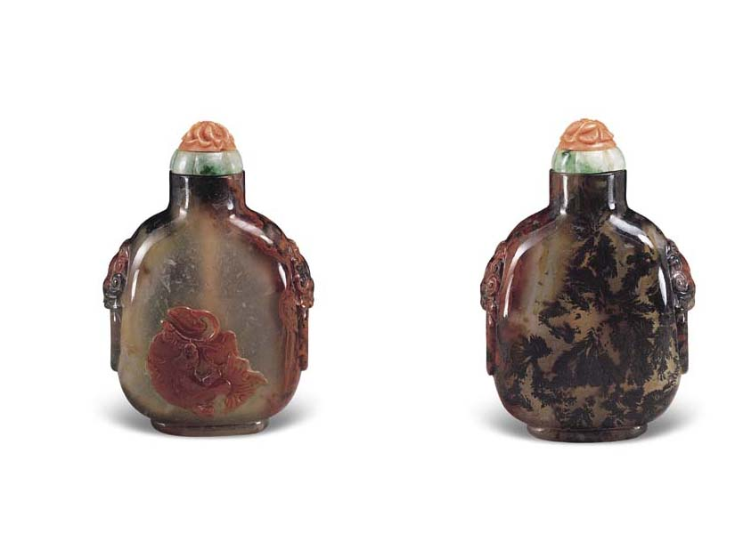 AN UNUSUAL CARVED QUARTZ, DENDRITIC CHALCEDONY AND CARNELIAN SNUFF BOTTLE