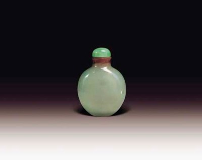 AN UNUSUAL JADEITE SNUFF BOTTL