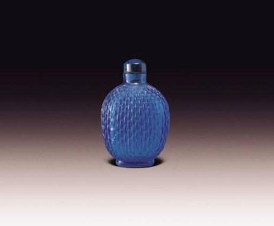 A TRANSPARENT BLUE GLASS SNUFF