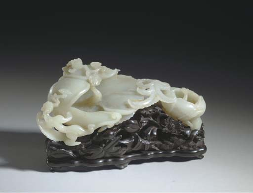 AN UNUSUAL WHITE JADE FLOWER-FORM DOUBLE BRUSH WASHER