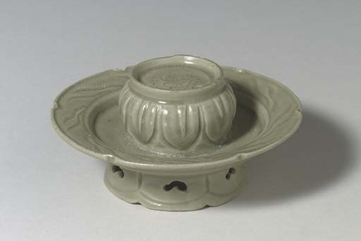 A RARE YUEYAO LOBED CUP STAND