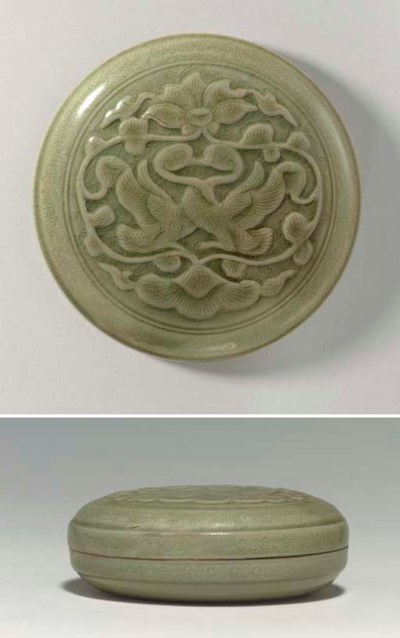 A RARE LARGE YUEYAO CARVED AND