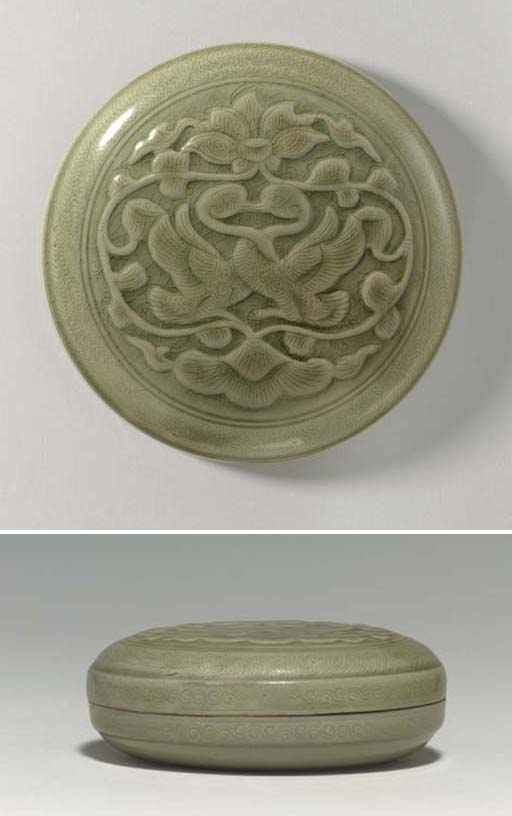 A RARE LARGE YUEYAO CARVED AND INCISED BOX AND COVER