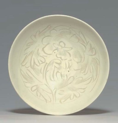 A LARGE CIZHOU CARVED BOWL
