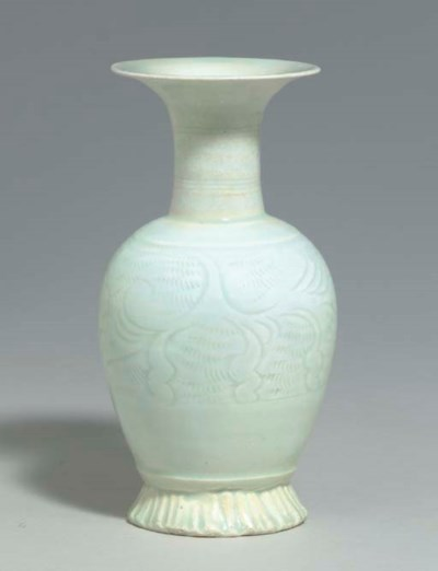 A SMALL QINGBAI CARVED BALUSTE