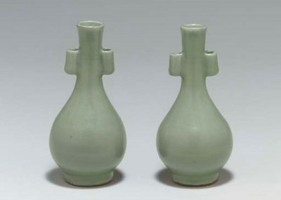 A PAIR OF SMALL LONGQUAN CELAD