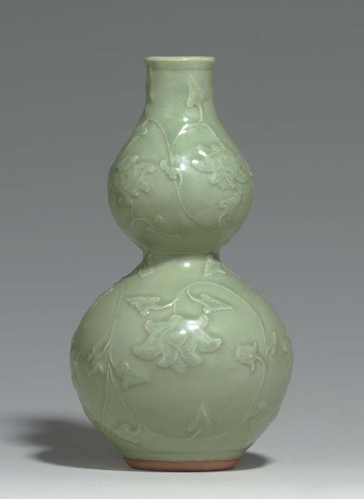 A LONGQUAN CELADON RELIEF-DECORATED DOUBLE-GOURD VASE