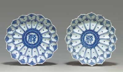 A PAIR OF BLUE AND WHITE LOTUS