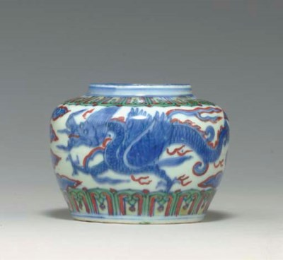 A SMALL WUCAI DRAGON JAR