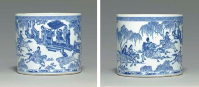 A RARE BLUE AND WHITE BRUSHPOT