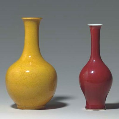 A YELLOW-GLAZED INCISED BOTTLE