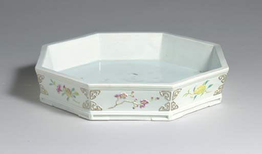 A RARE FAMILLE-ROSE-DECORATED MOLDED OCTAGONAL BASIN