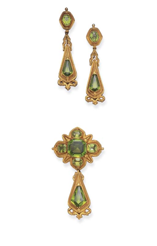 A SET OF ANTIQUE PERIDOT AND G