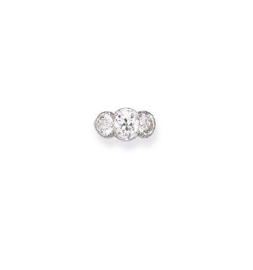 AN ANTIQUE THREE-STONE DIAMOND